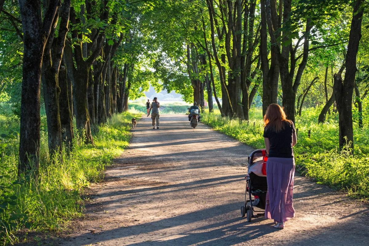 Первые прогулки с ребенком на свежем воздухе
